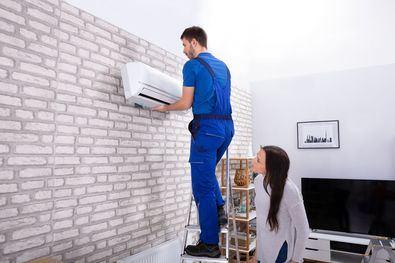Asegúrate de que dispones de algún equipo con un buen sistema de filtrado. Los filtros integrados en los equipos de climatización o purificación se encargan de reducir las partículas contaminantes y mejoran la calidad del aire que se respira en espacios interiores.