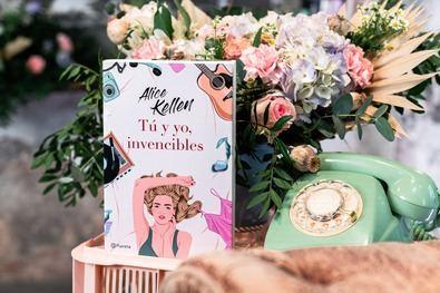 El nuevo libro de Kellen, 'Tú y yo, invencibles' (Planeta) está ambientado en el Madrid de los años 80 y narra la historia de amor de Juliette y Lucas, dos jóvenes que se conocen en pleno estallido de la Movida madrileña.