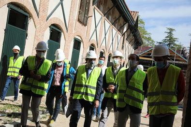 Martínez-Almeida, acompañado por la delegada de Obras y Equipamientos, Paloma García Romero; el delegado de Medio Ambiente y Movilidad, Borja Carabante, y el concejal de San Blas-Canillejas, Martín Casariego, ha visitado los trabajos de rehabilitación.