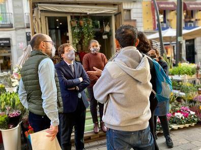 El proyecto 'Lavapiés en positivo' contempla diferentes actuaciones en el entorno del barrio, entre las que se encuentran mejora de la iluminación, la remodelación de diferentes plazas para incrementar la seguridad, la revitalización de los mercados y varias zonas del barrio y la mejora de la limpieza e incremento de arbolado.