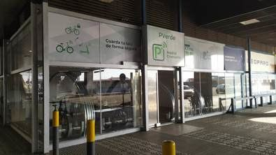 Esta experiencia piloto surge del acuerdo suscrito hace unos meses por Adif y Adif AV y la asociación Red de Ciudades por la Bicicleta, que busca impulsar la movilidad ferrocarril-bicicleta en el ámbito cotidiano y en el de ocio y turismo.