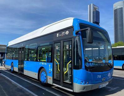 Desde el pasado mes de julio, la EMT ha incorporado vehículos exclusivamente eléctricos en las líneas 33 (Príncipe Pío-Casa de Campo), 50 (Plaza Mayor-Avenida del Manzanares) y, a finales de septiembre, también en la 41.