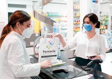 Este sistema permitirá al farmacéutico escanear el código QR y obtener la medicación, a través del teléfono. También podrán acceder a su historial médico o acudir al centro sanitario sin necesidad de llevar la tarjeta física