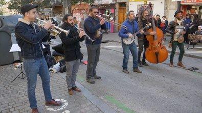 La Junta Municipal de Tetuán ha organizado un programa cultural en torno a la avenida del Brasil, una zona que vuelve a estar de moda como centro de ocio del distrito. Entre las actividades programadas, los días 25 de septiembre y 2 y 9 de octubre, habrá pasacalles a cargo de la Barba Dixie Band.