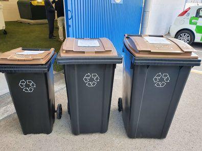 El proceso de implantación del contenedor de tapa marrón en la capital comenzó hace tres años en 17 zonas pioneras de la ciudad. Desde entonces, y hasta el pasado mes de mayo, se han recogido 223.565 toneladas de residuo orgánico.
