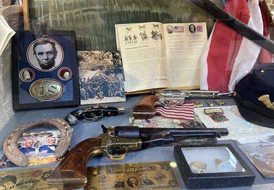 Todo este material expuesto pertenece a la colección privada de Juan Antonio Tirado, comisario de la exposición, periodista y autor del iBook 'Gettysburg, 1863' publicado en 2012 coincidiendo con el 150ª Aniversario de la batalla.