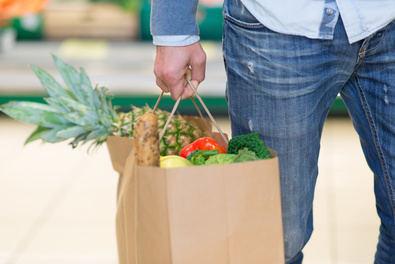 Gracias a su carácter reutilizable, biodegradable, reciclable y renovable, la bolsa de papel supone ya en España el 24,75% del consumo total de bolsas comerciales.