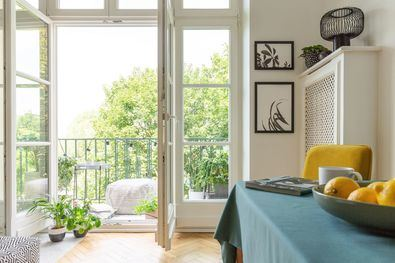 Un buen sistema de filtrado y una adecuada ventilación son las principales recomendaciones de los expertos para conseguir espacios interiores más saludables.