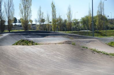 La puesta a disposición de este espacio municipal a entidades ciclistas va a permitir organizar un calendario de competiciones en el que participarán más de 300 deportistas.