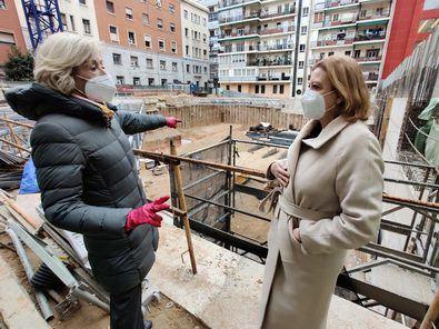 La delegada de Obras y Equipamientos, Paloma García Romero, ha visitado los trabajos de las nuevas instalaciones.