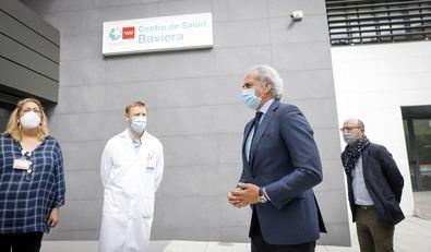 A la inauguración ha asistido el consejero de Sanidad, Enrique Ruiz Escudero, acompañado por el director general de Asistencia Sanitaria, Jesús Vázquez Castro, y la gerente asistencial de Atención Primaria, Sonia Martínez Machuca, así como profesionales del centro de salud y el equipo directivo de la Gerencia.