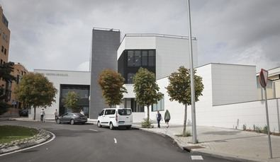 El Centro de Salud Baviera se ubica en la en la confluencia de la calle de Pintor Moreno Carbonero y la Avenida de Camilo José Cela.