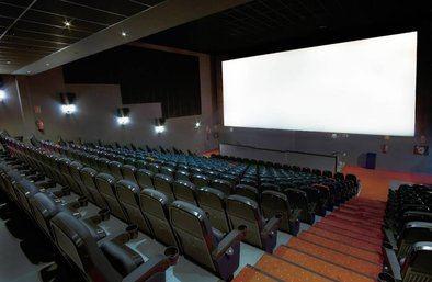 El Cine Paz nació en 1943 y es el cuarto cine en activo más antiguo de Madrid. Apuesta por el cine independiente desde 1997 y es líder en la exhibición de espectáculos de la Royal Opera House de Londres en España.