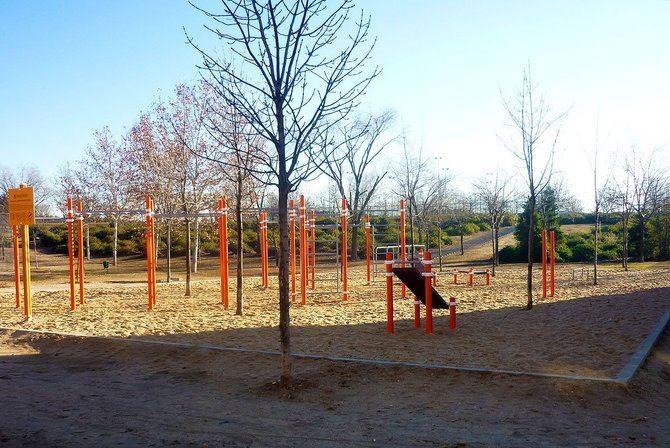 En el imagen, el circuito de calistenia situado en el parque forestal de Vicálvaro, junto a Abad Juan Catalán.