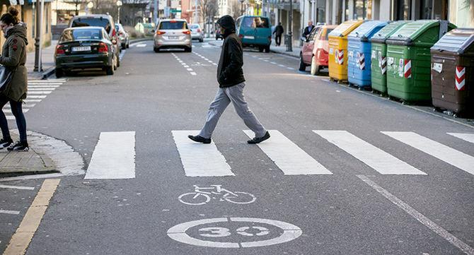 Este martes entra en vigor la limitación de la velocidad a 30 km/h en las vías urbanas de un único sentido de circulación, una medida que afectará a entre un 60 y un 70% de las calles de España.