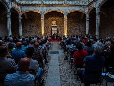 Los conciertos programan piezas de Bach, Beethoven, Haydn o Mendelssohn en espacios singulares como monasterios, iglesias y castillos y forman parte del Festival Escenas de Verano, que propone artes escénicas, música y arte contemporáneo en toda la región.