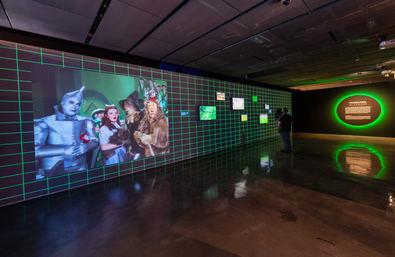 Fundación Telefónica presenta 'Color. El conocimiento de lo invisible', una exposición que recorre, hasta el próximo 9 de enero de 2022, la historia de los colores a través del progreso científico, industrial y tecnológico.