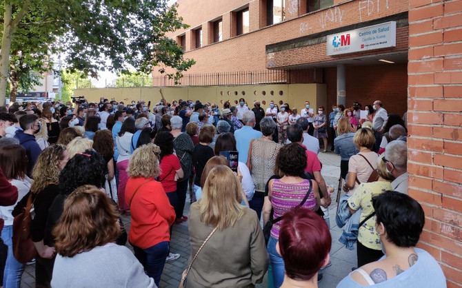 Los vecinos de Carabanchel volverán a protestar en la calle el próximo día 9 de septiembre en contra del cierre de centros de salud y en defensa de la Sanidad Pública.