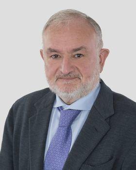 El Dr. España, Jefe de Cirugía Vascular del HLA Universitario Moncloa, es pionero en cirugía endolaser.