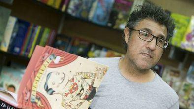 El zaragozano Daniel Nesquens ha sido galardonado con el XVII Premio Anaya de Literatura Infantil y Juvenil por su obra 'Mi abuelo tenía un hotel'.