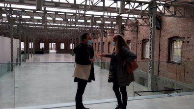 Los concejales de Más Madrid Nacho Murgui y Pilar Perea durante su visita a las instalaciones culturales de la Nave Daoíz y Velarde para reclamar la apertura al público de este espacio.