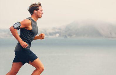 Los especialistas recomiendan que, antes de correr, se incluyan tres minutos de caminar y otros tres de caminar a paso rápido. Después, indican, es el momento de empezar a trotar/correr suave.