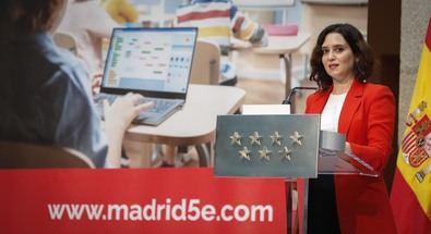 El Ejecutivo regional ha invertido más de 83 millones de euros en sólo tres meses para adquirir más de 110.000 dispositivos para docentes y alumnos.