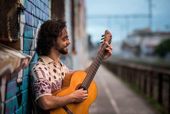 Diego Guerrero presenta en directo su alabado álbum 'Vengo caminando', donde el flamenco se fusiona con influencias musicales de raíces jazzísticas y cubanas. Será este viernes, 7 de mayo, a las 19.00 h, en el Centro Cultural Casa de Vacas (distrito de Retiro).