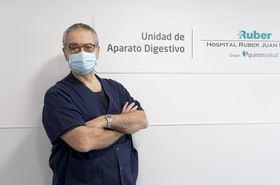 En la imagen superior, Dr. Sarbelio Rodríguez, jefe de Servicio de Aparato Digestivo del Complejo Hospitalario Ruber Juan Bravo.