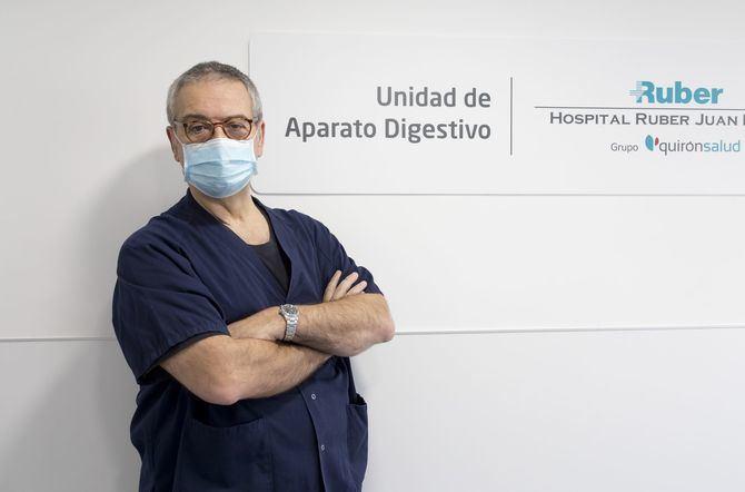 En la imagen superior, el Dr. Sarbelio Rodríguez, jefe de Servicio de Medicina del Aparato Digestivo del complejo hospitalario Ruber Juan Bravo.