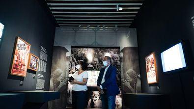 Enrique Ossorio ha visitado este domingo la exposición 'Unos clásicos... ¡de cine! El teatro del Siglo de Oro en el lienzo de plata (1914-1975)'. Ossorio ha explicado que esta exposición 'demuestra la potencia de los clásicos españoles del Siglo de Oro' en todo el mundo.