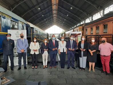 El Tren de la Fresa cuenta con el apoyo de la Comunidad de Madrid, Renfe, Adif, el Ayuntamiento de Aranjuez y Patrimonio Nacional.