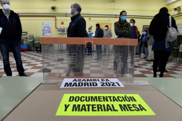 Más de 5,1 millones de madrileños están llamados hoy a las urnas, 53.406 más que en 2019