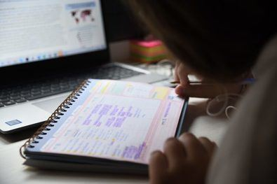 El 93,3% de los centros educativos están haciendo un seguimiento de las tareas y el aprendizaje del alumnado virtualmente.