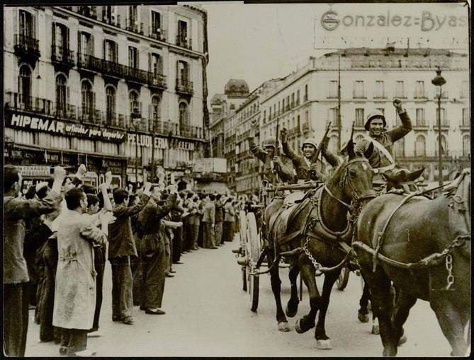 La muestra cuenta además con numerosas imágenes históricas, muchas de ellas procedentes del Archivo Regional de la Comunidad de Madrid y de la Biblioteca Regional de Madrid Joaquín Leguina.