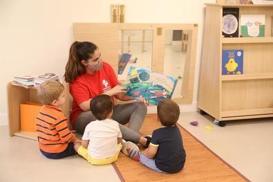 En total, la Comunidad de Madrid dedicará 175 millones este año para financiar el primer ciclo de Educación Infantil y para la escolarización de alumnos de entre 0 y 3 años.