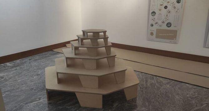 El espacio de juego PIE zas! ha sido diseñado por los arquitectos Eslava y Tejeda, especialistas en el mundo de la infancia y autores de territorios de juego y espacios educativos.
