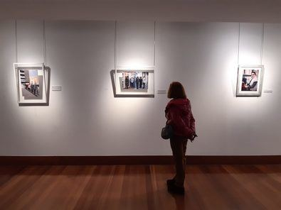 El concejal de Retiro, Santiago Saura, ha inaugurado la exposición 'Mujeres de Retiro frente a la Covid-19, otra mirada contra la crisis', que permanecerá abierta durante marzo en la Sala Maruja Mallo del Centro Socio Cultural Clara Campoamor.