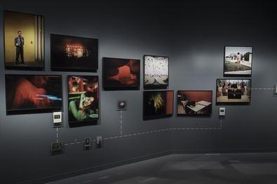 Son tres décadas de trabajo, desde Ruanda y Panamá a Valdemingómez, en unas imágenes en las que Costa aborda puntos de vista fotoperiodísticos, autorales y autobiográficos.