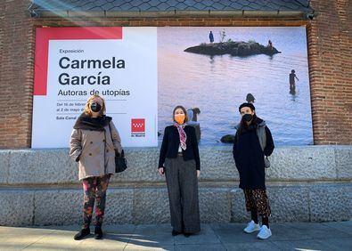 Rivera de la Cruz, acompañada por la artista y por la comisaria de la muestra, Margarita Aizpuru, ha destacado la sensibilidad de la autora mostrando un mundo de utopías, donde la mujer se encuentra liberada de encorsetamientos y clichés del 'statu quo' existente.