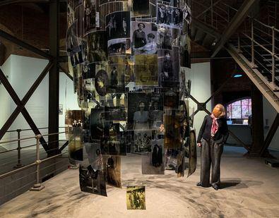 La consejera de Cultura y Turismo de la Comunidad de Madrid, Marta Rivera de la Cruz, ha visitado hoy la exposición de Carmela García, 'Autoras de utopías', una selección de obras visuales de la trayectoria artística de la autora, así como de proyectos de nueva producción.