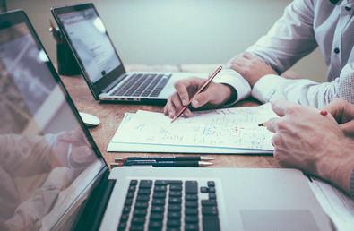 Reunirá en 30 estands a más de 50 empresas que ofrecerán bolsas de empleo, becas, realizarán entrevistas laborales  e impartirán seminarios en vídeo en los que encontrar toda la información sobre sus perfiles de contratación.