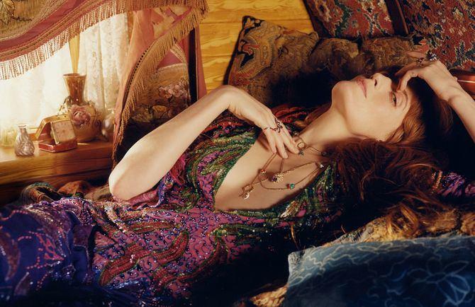 Florence Welch también protagoniza la última campaña de joyería de Gucci La cantante refleja a la perfección el estilo viajero y bohemio de las piezas de la firma.