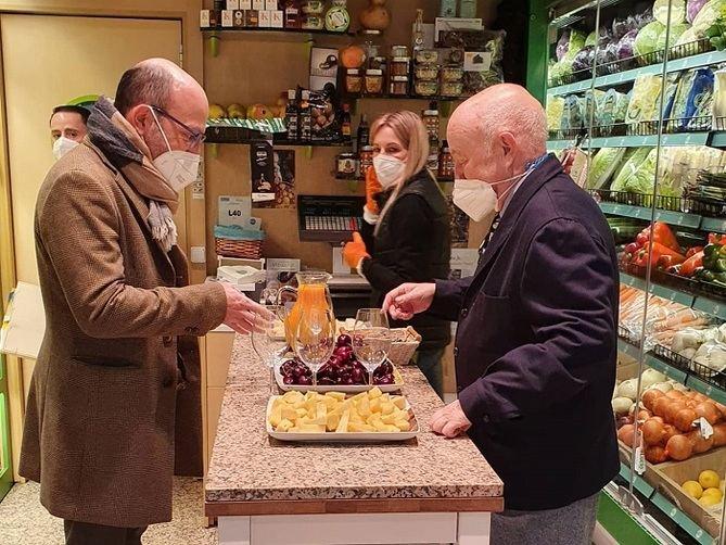 Inaugurada en 1943, este establecimiento de la calle Ayala, 11, a escasos metros de la calle de Serrano, es conocido por llevar más de 75 años formando parte de la cultura y gastronomía madrileña.