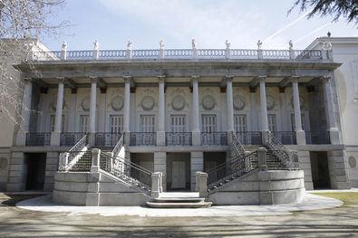El Capricho se encuentra en el actual barrio de la Alameda de Osuna, en el distrito de Barajas. Declarado Jardín Histórico en 1934, es propiedad municipal desde 1974. Es el máximo exponente de jardín romántico en Madrid y fue creado por la duquesa de Osuna.