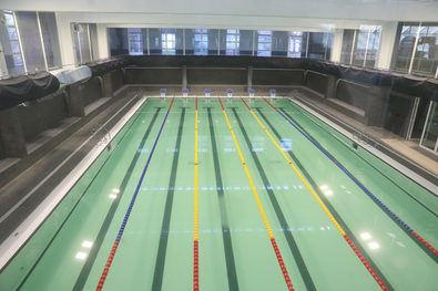 Los trabajos, ejecutados por el Área de Obras y Equipamientos, han contado con un presupuesto de tres millones de euros y han supuesto la remodelación completa de la piscina.