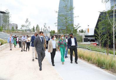 El nuevo parque, que ya está abierto para todos los vecinos del distrito y visitantes, tiene una superficie de más de 33.000 m2 y es completamente accesible.