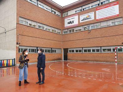 El concejal de Carabanchel, Álvaro González, ha visitado esta mañana el Colegio de Educación Infantil y Primaria Haití del distrito con motivo del Día Internacional de la Educación.
