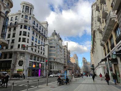 Vista de la Gran Vía madrileña, que para el pregonero de las fiestas de Centro 2021, Mario Vaquerizo, es 'la calle perfecta'.