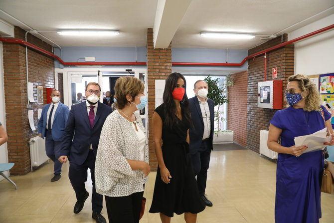 """Se trata de uno de los cinco centros que el Ayuntamiento de Madrid va a abrir durante este mandato, """"para que las oportunidades lleguen a todos los barrios de Madrid"""", ha afirmado Villacís."""